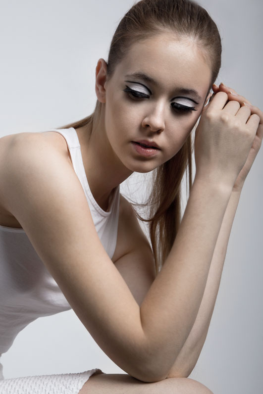 sporty glamour make-up