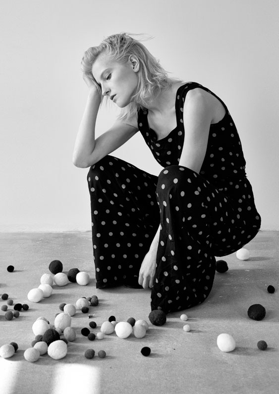 Malwina Malika Walczak sitting on the floor in dots, by Magdalena Czajka